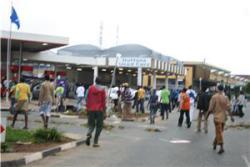 Rellen en plunderingen in Zuid-Afrika bij Sasolburg